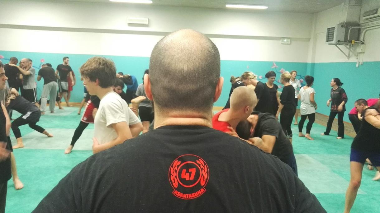 dans-le-club-de-boxe-antifa-et-solidaire-de-marseille-body-image-1479121180